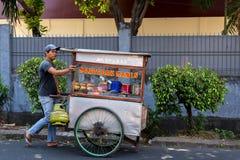 印度尼西亚人卖地方快餐 免版税图库摄影