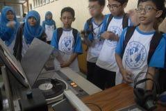 印度尼西亚人DIGITAL收音机为需要服务 库存图片