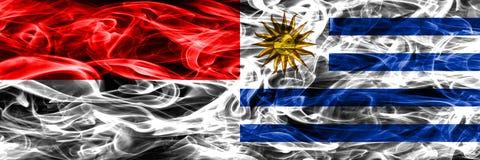 印度尼西亚对乌拉圭肩并肩被安置的烟旗子 厚实的colo 皇族释放例证