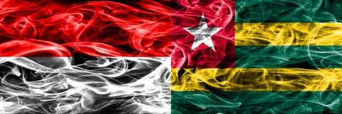 印度尼西亚对多哥肩并肩被安置的烟旗子 浓厚上色 皇族释放例证