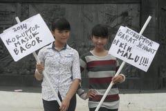 印度尼西亚的行动和看起来俏丽的村庄构成学生2014年 免版税库存图片