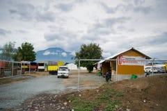 印度尼西亚红十字会后勤基地在地球地震、海啸和液化灾害的帕卢 库存图片