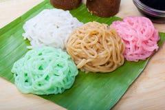 印度尼西亚食物Putu麻阳用红色糖 库存照片