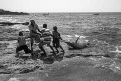 从印度尼西亚, Lamalera的渔夫 库存照片