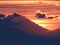 印度尼西亚-活跃武尔卡诺岛 免版税库存照片