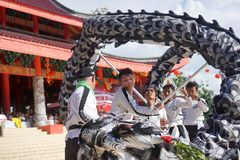 印度尼西亚 舞狮表现在春节庆祝时 免版税库存照片