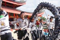 印度尼西亚 舞狮表现在春节庆祝时 库存照片