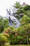 印度尼西亚 苏拉巴亚 纪念碑`鲨鱼和鳄鱼`作为苏拉巴亚的标志 免版税库存图片