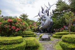 印度尼西亚 苏拉巴亚 纪念碑`鲨鱼和鳄鱼`作为苏拉巴亚的标志 库存图片