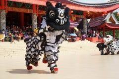 印度尼西亚 龙舞蹈表现在春节庆祝时 免版税图库摄影