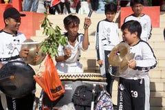 印度尼西亚 龙舞蹈表现在春节庆祝时 库存照片