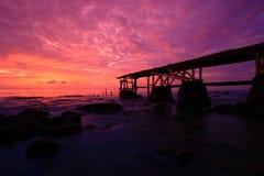 印度尼西亚kulon码头日落ujung 免版税库存照片