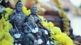 印度教阁下Ganesha和 与花的神Ganesha,作为印度教的标志,智慧的上帝和繁荣的Ganesha 影视素材