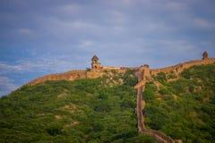 印度斋浦尔琥珀色的堡垒在拉贾斯坦 在山的上面的古老印地安宫殿建筑学,水平 免版税图库摄影