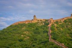 印度斋浦尔琥珀色的堡垒在拉贾斯坦 在山的上面的古老印地安宫殿建筑学,水平 库存图片