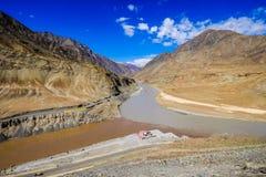 印度斯和Zanskar河在Leh区,印度 免版税库存照片