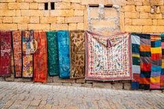 印度样式东方地毯在街市上在贾沙梅尔,印度 免版税库存图片