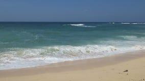 印度洋和白色沙滩在巴厘岛印度尼西亚 影视素材