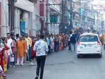 印度献身者巨大的队列Laxmi寺庙的印多尔印度 免版税库存照片