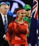 印度的全垒打冠军萨尼娅・米尔扎在双决赛以后的战利品介绍时在澳网2016年 图库摄影