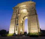 印度的新德里门户在蓝色小时 库存图片