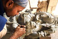 从印度的石雕刻的艺术家 库存图片