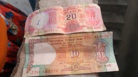 印度的老货币20卢比& 10卢比笔记 免版税库存图片