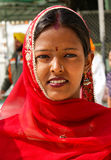 印度锡克教徒的微笑的妇女 免版税库存图片