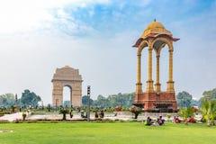 印度门和机盖,新德里,印度 免版税库存图片