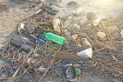 印度,果阿, 2018年2月05日 空的塑料和玻璃瓶l 免版税库存照片