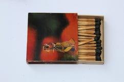 印度1970个老与比赛的古董罕见的定制的安全火柴盒WIMCO品牌在印度传统音乐概念的白色 免版税库存照片