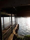印度洋亮光星期日纹理水 免版税库存照片
