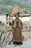 1977年 印度 65岁的妇女在Kishori村庄  免版税库存照片