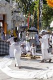 印度仪式,妇女跳舞在恍惚的,努沙Penida,印度尼西亚 库存图片