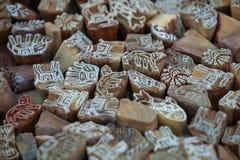 印度 木邮票以各种各样的动物的形式织品装饰的 库存照片