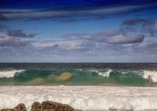 印度洋的碎波南Af狂放的海岸的  免版税库存照片