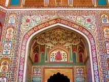 印度建筑学五颜六色的墙壁壁画 库存照片