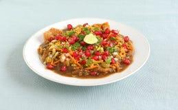 印度` s普遍的街道食物Masala普里 图库摄影