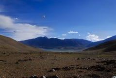 印度ladakh湖lanscape山 免版税库存照片
