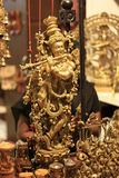 印第安上帝阁下Krishna Handicraft Gold Idol 免版税库存照片