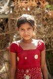 印第安女孩无辜的微笑  免版税库存图片