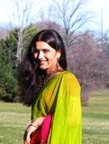 印第安微笑的妇女年轻人 免版税库存图片