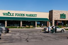 印第安纳波利斯-大约2018年5月:整个食物市场 亚马逊宣布了协议买$13的整个食物 70亿II 免版税图库摄影