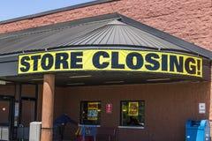 印第安纳波利斯-大约2017年5月:存放闭合值的标志在杂货市场停业的II 库存照片