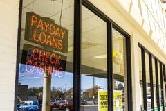 印第安纳波利斯-大约2016年11月:检查入现金消费者地点 检查到现金里是发薪日贷款银行II 库存照片