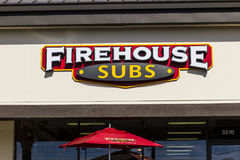 印第安纳波利斯-大约2016年11月:消防站替补快速的偶然餐馆 消防站专门研究热的大三明治我 免版税库存照片