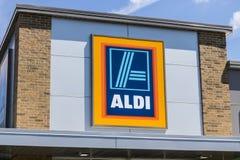印第安纳波利斯-大约2017年6月:阿尔迪折扣超级市场 阿尔迪卖杂货项目的范围以打折价VIII 免版税库存照片