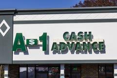 印第安纳波利斯-大约2016年11月:A-1现金垫款购物中心地点 A-1现金垫款是发薪日贷款银行我 免版税库存照片