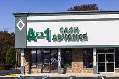 印第安纳波利斯-大约2016年11月:A-1现金垫款购物中心地点 A-1现金垫款是发薪日贷款银行II 库存图片
