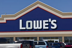 印第安纳波利斯-大约2016年4月:Lowe's住所改善仓库II 免版税库存图片